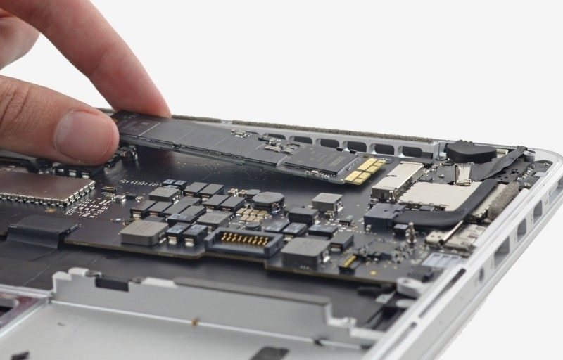 Installing a PCI express Flash Drive into a MacBook
